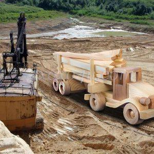деревянная машина тягач-лесовоз