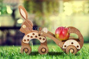 Игрушка зайчик с повозкой