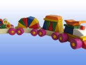 Игрушка поезд с рыжей крышей