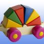 Игрушка поезд с рыжей крышей 6